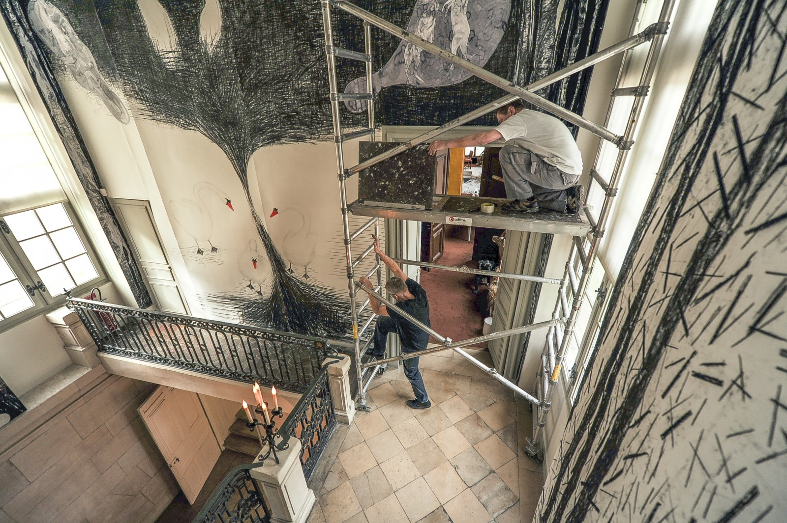 Arno Kramer beklimt ladder
