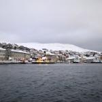 Honningsvag, de noordelijkste stad van het Europese vasteland. Van hieruit is het nog een klein stukje naar de Noordkaap. Sinds juni 1999 is Honningsvåg met het vasteland verbonden door de 6875 meter lange Noordkaaptunnel. © blue ice | bert westenbrink