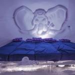 Snowhotel in Kirkenes. De muren zijn meer dan 1,5 meter dik en slaapzakken houden je warm, zo is de claim, ook als de temperatuur zakt tot -35 graden. © blue ice | bert westenbrink