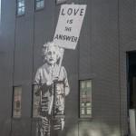 Het antwoord op Parijs vind je in New York. Met dank aan Banksy en Einstein / © blueice | bertwestenbrink