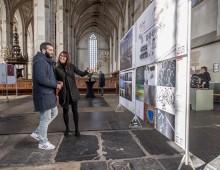 Saeed uit Aleppo bekijkt World Press Photo in Zwolle