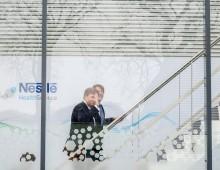 Koning opent speciale productielijn Nestlé
